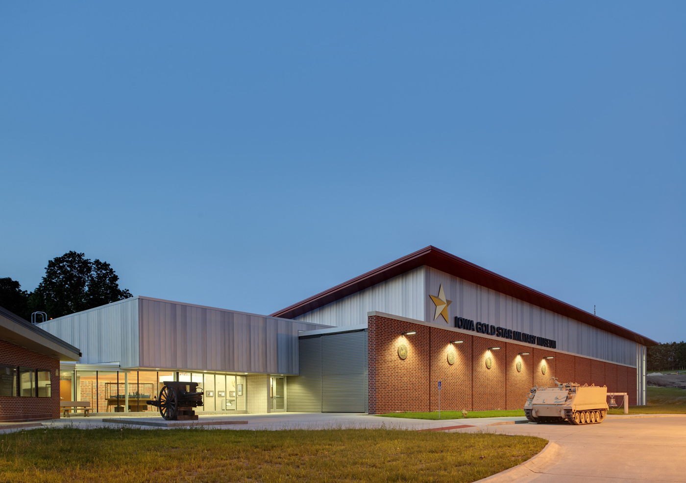 Architectural Steel Garages : Ask studio iowa gold star military museum